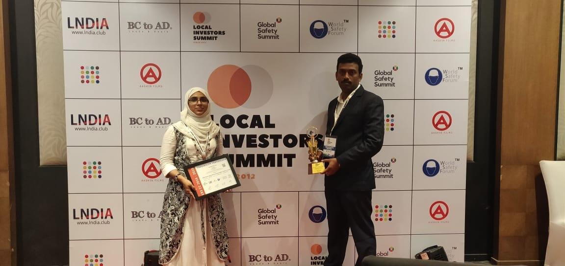 NasemKhan Raseena Receiving Award for Best Social Media Portals Development Company